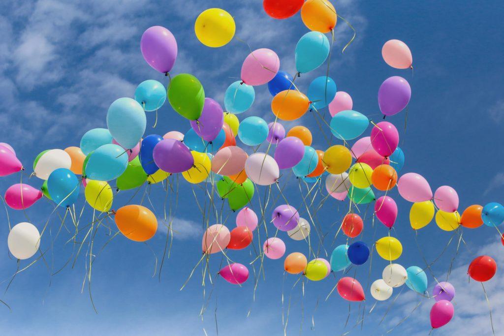 Anlass-Spenden - Luftballons im Himmel